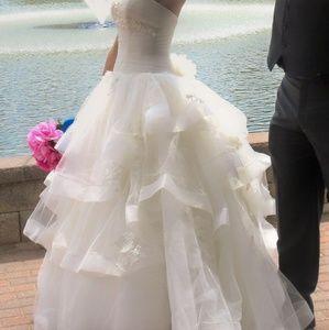 Vera Wang Strapless Tulle wedding dress